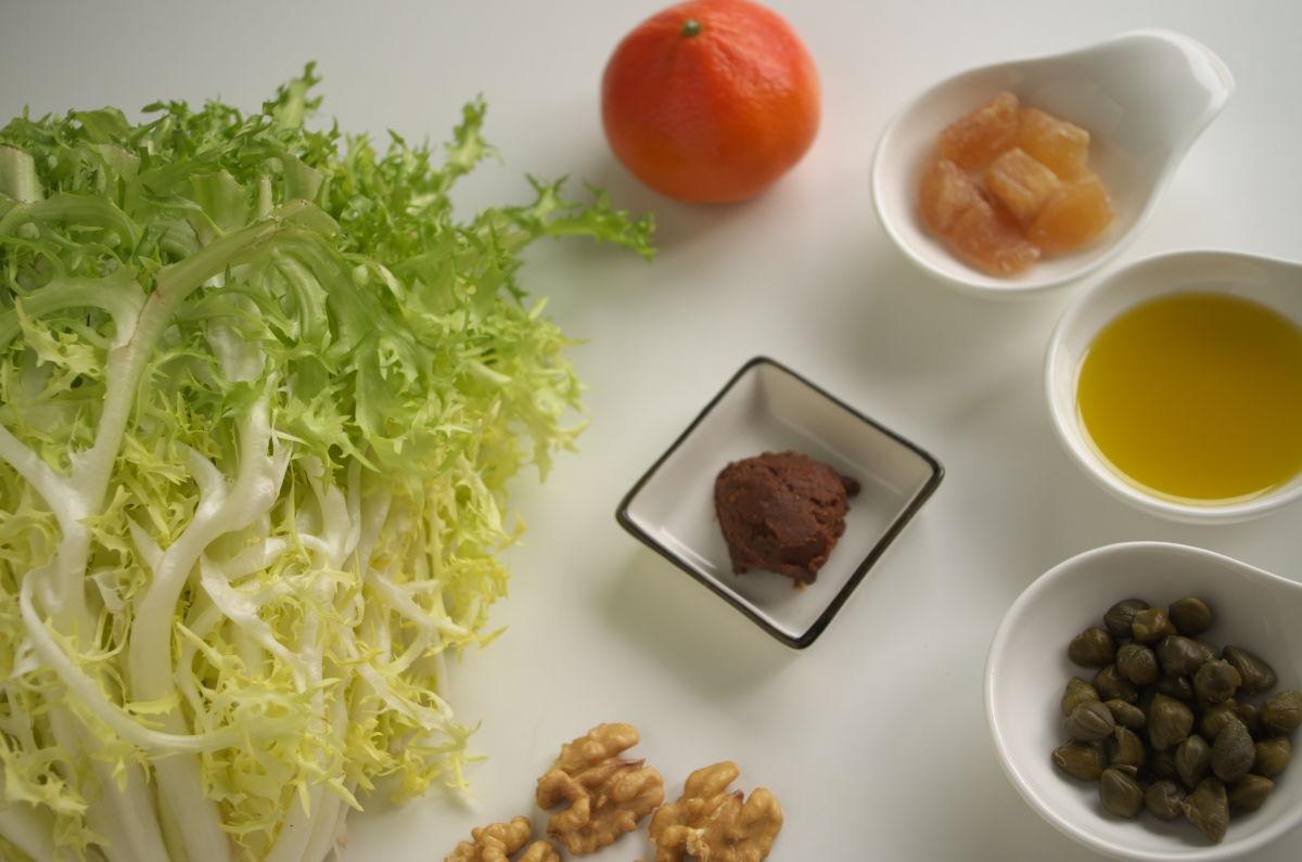 Ingredientes para Ensalada de Escarola, Nueces, Mandarina y Jengibre Confitado