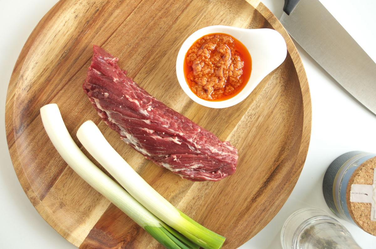Ingredientes para Onglet de Ternera con Calçots y Salsa Romescu
