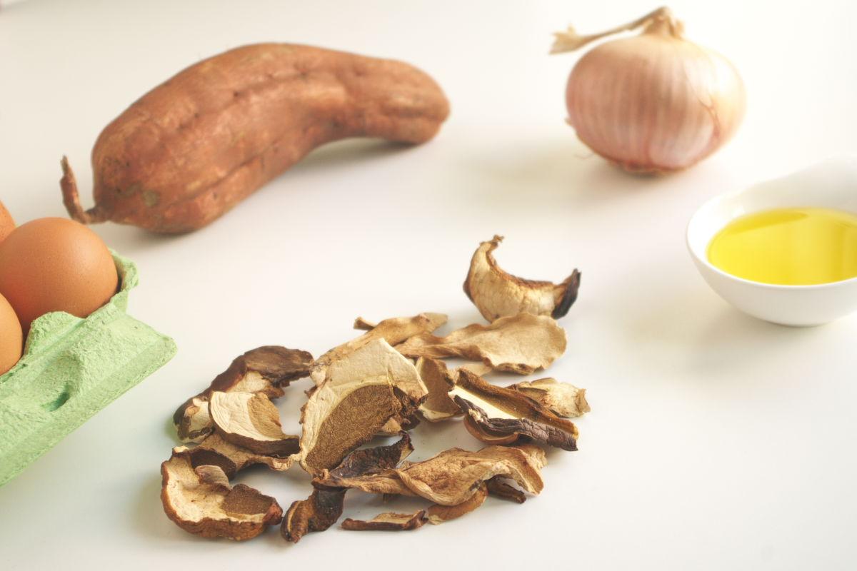 Ingredientes para Sopa de Setas con Huevo sobre Boniato