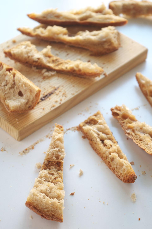Corteza de pan cortada para el Arranque Roteño