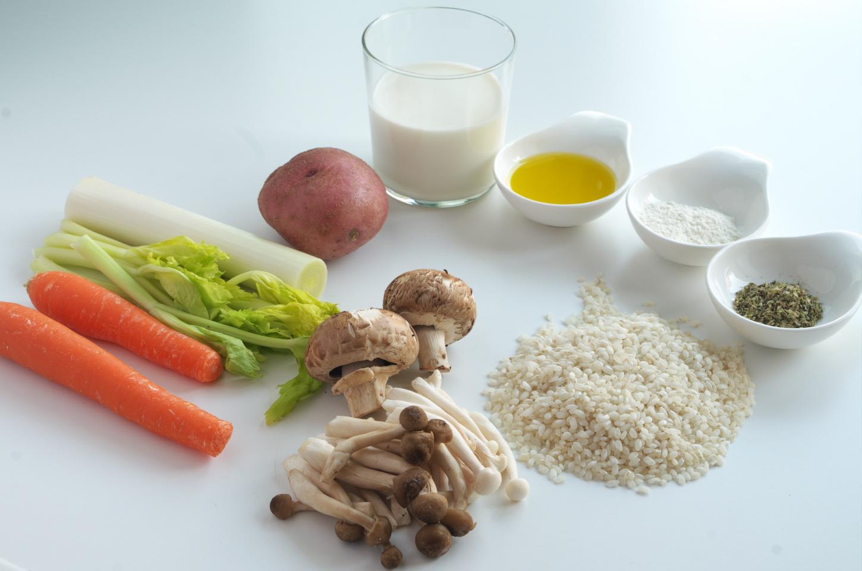 Ingredientes para preparar la receta de Sopa de arroz, setas y verduras